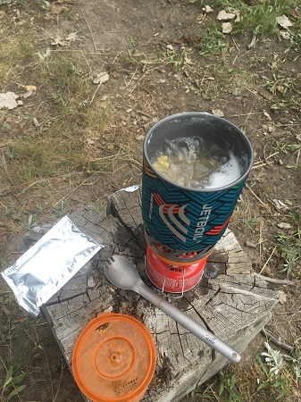 jetboil_micromo_mac_and_cheese_cooking